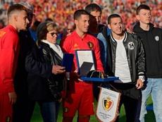 Hazard fue homenajeado por sus 100 partidos con Bélgica. Twitter/BelRedDevils