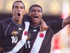Romário fi revelado pelo Vasco, mas voltou da Europa e assinou com o Flamengo em 2002. Twitter