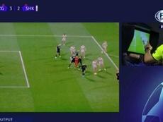 Subió a rematar y provocó un penalti que valió un punto. Captura/FoxSports