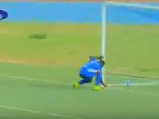 El delantero Camara consiguió el empate después de quitarle el amuleto al portero rival. AzamTV