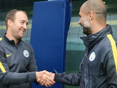 Nick Cushing, coach of Manchester City Women, with Pep Guardiola. ManCityWomen