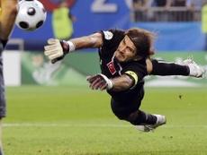 Rustu ha dado positivo en COVID-19. FIFA/AFP