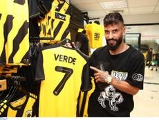 Verde continuera sa carrière en Grèce. Twitter/AEK_FC_OFFICIAL