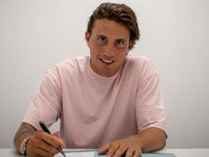 Juve's new signing Pellegrini has been loaned out to Cagliari. CagliariCalcio