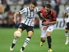 El futbolista uruguayo Cristian González, en un partido de Libertadores con el Danubio ante el Corinthians. EFE