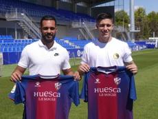 El Huesca presentó a dos de sus nuevas incorporaciones. Twitter/SDHuesca