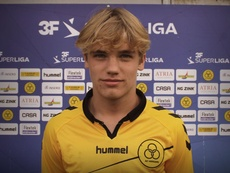 Viste la camiseta de la Selección Danesa Sub 16. ACH