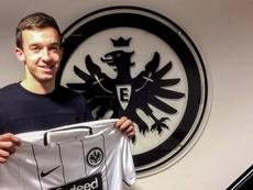 Cavar aterriza en la Bundesliga con un contrato hasta 2021. Twitter/EintrachtFrankfurt