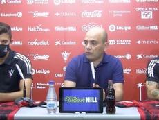 Vivian y Jiménez, presentados como nuevos jugadores rojillos. Captura/YouTube/CDMirandés
