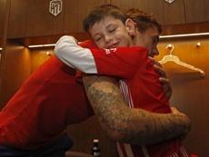 Una jornada inolvidable para el pequeño Manu. Twitter/Atleti