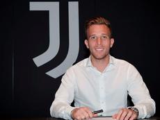 Arthur ya firmó su nuevo contrato. Juventus