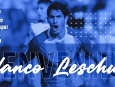 Leschuk llega al Carlos Tartiere. Twitter/RealOviedo