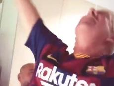 Pai de De Jong comemora gol. Captura/Twitter