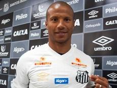 Carlos Sánchez tiene nuevo equipo. SantosFC