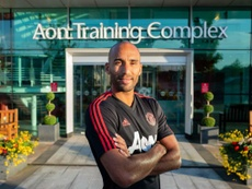 Lee Grant has signed for Manchester United on a two-year deal. ManUtd
