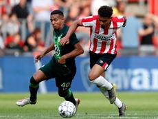 El Wolfsburgo ganó 0-2 en Eindhoven. Twitter/PSV