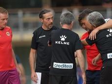 Emiliano Velázquez pone rumbo a Madrid para hacerse las pruebas médicas. Twitter/RayoVallecano