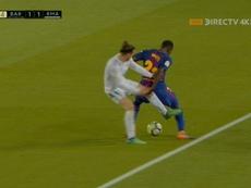 Captura de la polémica entrada de Bale a Umtiti. Twitter/DirectTV