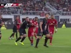 Rooney... ¡expulsado por agresión! Captura/MLS