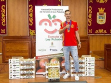 Los Palacios premió a Fabián con su peso en tomates. FabiánRP52