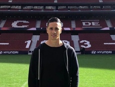 Fernando Torres fue a ver a sus ex compañeros. Twitter/Torres