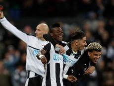 Os 'magpies' aproveitaram o empate do Brighton em Villa Park. Twitter
