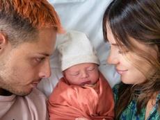 Chicharito fue padre por primera vez. Instagram/SarahKohan