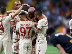 Los jugadores celebraron la victoria con mucha alegría. Twitter/GalatasaraySK