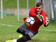 El meta inglés renueva su contrato hasta 2022. SouthamptonFC