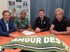 El lateral firma con el conjunto galo por tres temporadas. ASSaint-Etienne