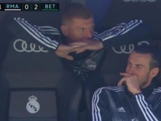 Bale and Kroos were pictured laughing on the bench on Sunday. Captura/beINSports