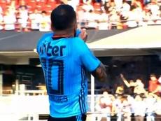 Premier but d'Alves à Sao Paulo. Premiere/Globoesporte