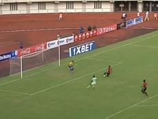 El defensa le regaló el gol a Ighalo. Captura/Youtube