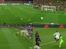 Rodrigo doubled Valencia's lead over Barcelona. Capturas/TVE
