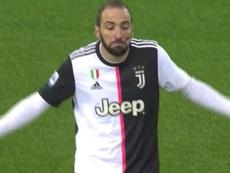 Os jogadores apresentaram uma marca vermelha no rosto para conscientizar. Captura/Movistar