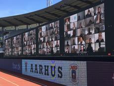 Primer partido con gradas virtuales. Twitter/AGFFodbold
