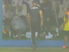 El jugador se desmayó tras la caída de un rayo. Captura/Olé