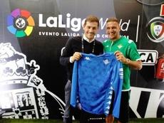 Joaquín le hizo un regalo a Casillas. Twitter/RealBetis