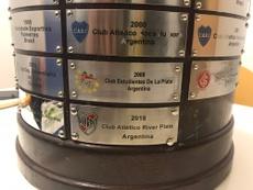 Las placas de campeón tenían un error. Twitter/Libertadores