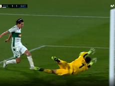 Rubén Yáñez evitó así el 2-1 del Elche. Captura/Movistar