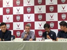 Imagen de la presentación de Juanma Lillo como entrenador del Vissel Kobe. VisselKobe