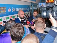 Futebol também para na Eslovênia. Twitter/SKSlovan