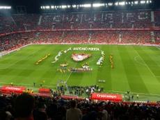 El Sevilla logra su trofeo más especial. Twitter/SaraJimMal