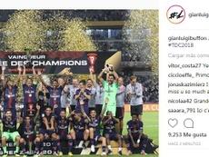 Buffon presume de trofeo. Instagram/gianluigibuffon
