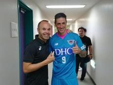 Iniesta e Torres no Japão. Twitter @andresiniesta8