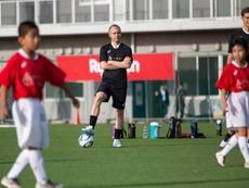 Iniesta inaugura escolas de futebol no Japão. AndrésIniesta