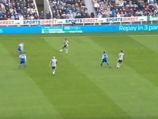 Hasta el portero participó en el primer gol del Newcastle. Championship