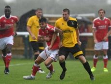 El mediocentro rompe su contrato con el Swindon Town. SwindonTownFC