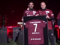 Villa e Iniesta recibieron un premio de la J-League. Captura/DAZN