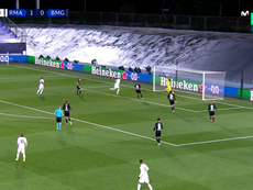 Benzema scored two very similar goals. Screenshot/MovistarLigadeCampeones